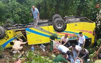 Sinh viên thoát chết kể lại giây phút kinh hoàng khi xe khách lao xuống đèo Hải Vân: 'Mở mắt, em thấy mình vướng trên một cái cây gãy...'