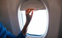 Lý do khách không được đóng cửa sổ lúc máy bay cất, hạ cánh