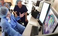 """""""Người máy"""" hỗ trợ điều trị 13 loại ung thư ở Việt Nam"""