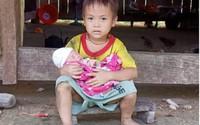 Xót xa hoàn cảnh mẹ vừa sinh xong bị liệt, con thơ khát sữa uống nước cơm qua ngày