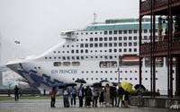 Khách đổ bệnh đồng loạt, du thuyền đến Việt Nam phải dừng ở Singapore
