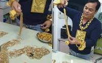 Đại gia người Việt lên báo nước ngoài nhờ đắp 13kg vàng lên người