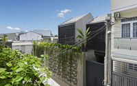 Ngôi nhà tầng mộc mà chất, đâu cũng là cây xanh của vợ chồng muốn mang cả làng quê an nhiên lên phố ở Sài Gòn