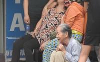 Ba chiếc quan tài đặt cạnh nhau sau vụ cửa hàng bị thiêu rụi ở Huế