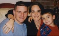 """12 năm sau bức ảnh """"Nỗi đau mất bố"""", cậu bé mạnh mẽ nuốt nước mắt ngày nào giờ ra sao?"""