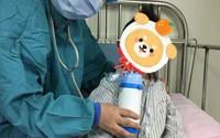 Bố mẹ mới xây nhà, con gái bị chẩn đoán mắc bệnh bạch cầu đúng ngày sinh nhật