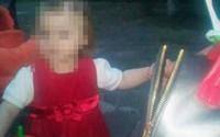 Bé gái 2 tuổi sống cạnh thi thể bố mẹ hơn một tuần