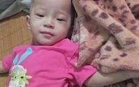 Trao quà cho bé gái có trái tim lỗi nhịp ở Hà Tĩnh