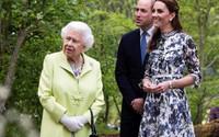 Nữ hoàng Anh và các cháu dự hội hoa xuân tuổi đời hơn 100 năm
