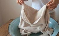 Mách chị em 5 cách tẩy vết mốc lâu ngày trên quần áo nhanh mà sạch, chồng khen nức nở