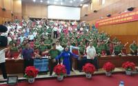 Bộ trưởng Bộ Công an, Y tế cùng nhiều quan chức tập thể dục giữa giờ hội nghị