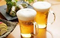 Tiện tay đổ bia ra vườn, người đàn ông nhận điều bất ngờ sau 1 đêm