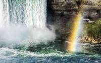Kỳ tích: Sống sót sau cú rơi từ thác nước cao 54 m
