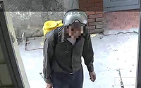 Hà Nội: Xôn xao thông tin 2 người đàn ông phun thuốc muỗi lừa tài sản chủ nhà