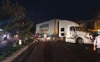 Cả gia đình bị xe container mất lái tông ngã trên đường đi ăn cưới về, bé trai 4 tuổi tử vong tại chỗ