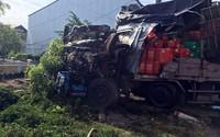 Ôtô tải nát phần đầu sau tai nạn, tài xế thoát chết trong gang tấc