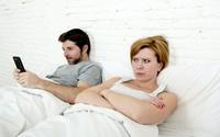 Chồng yêu điện thoại hơn cả tôi