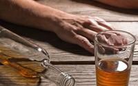 5 ngày uống 10 lít rượu suông, nam thanh niên ở Hà Nội suýt chết