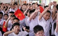 Xúc động học sinh hát Quốc ca bằng tay trong lễ khai giảng tại ngôi trường đặc biệt nhất Hà Nội