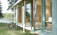 Ngôi nhà nhỏ bằng gỗ màu xanh ven hồ thực sự là thiên đường cho những ai ghét sự ồn ào của thành phố