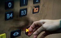 Nút đóng thang máy không có ích như bạn nghĩ