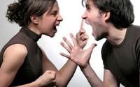 Tôi nhiều lần xấu mặt vì tính tham lam của vợ