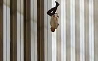 Đã 18 năm kể từ khi vụ khủng bố 11/9 đoạt mạng hàng nghìn người Mỹ, bức ảnh 'người đàn ông rơi' vẫn không ngừng gây ám ảnh