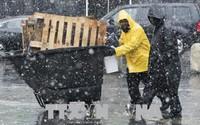 Tuyết rơi dầy đặc bất thường giữa mùa Thu ở miền Bắc nước Mỹ