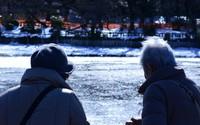 Khoảnh khắc chồng cảm ơn vợ trước khi chìm trong nước lũ
