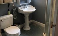Chỉ cải tạo trong 2 ngày rưỡi, người đàn ông khiến phòng tắm 3m² của mình trông rộng rãi đáng ngạc nhiên