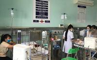 Trời chuyển mùa, bệnh viện phải kê thêm cũi di động vì trẻ mắc bệnh hô hấp nặng tăng nhanh