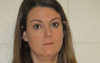 Nữ giáo viên nhận tội quan hệ tình dục với 2 nam sinh trung học trong xe hơi và tại nhà riêng, chi tiết vụ việc khiến phụ huynh phẫn nộ
