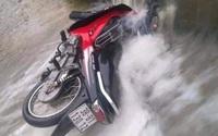 Hà Tĩnh: Người đàn ông bị lũ cuốn trôi khi cố đi xe máy qua đập tràn