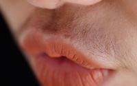 Người phụ nữ dễ mắc bệnh phụ khoa, tử cung 'yếu' thường sẽ có 3 đặc điểm ở miệng