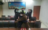 Kết hôn chớp nhoáng ở đồn cảnh sát để tiếp tục nhiệm vụ chống corona