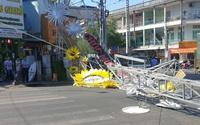 Cổng chào trang trí tết đổ sập đè 2 người ở Sài Gòn