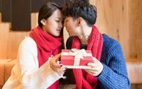 Valentine nếu chỉ tặng quà thì tình yêu nghèo nàn quá!