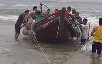 Phát hiện chiếc thuyền chìm cùng thi thể người đàn ông trôi dạt vào bờ biển