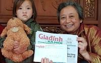 Chung tay đón bé gái mồ côi có khối u lớn ở mặt về Hà Nội chữa bệnh
