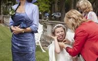 Say xỉn, cháy váy, cô dâu ngã sấp mặt trong những đám cưới ở Anh