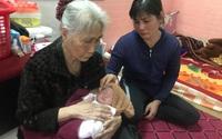 Dân làng góp bỉm, sữa, quần áonuôi bé gái vừa chào đời đã mồ côi cha mẹ