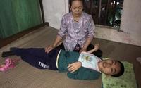 Bố mất, mẹ đi lấy chồng xa, con trai tật nguyền sống lắt lay cùng ông bà nội bệnh tật