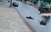 Nam thanh niên chạy xe máy tốc độ cao đâm trực diện vào máy xúc tử vong