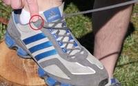 Chúng ta thường bỏ phí lỗ thắt dây giày cuối cùng mà không biết nó có tác dụng kì diệu này