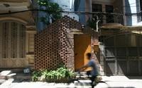 Ngôi nhà cấp 4 chỉ vỏn vẹn 40m² lọt thỏm trong khu phố sầm uất vẫn đủ ánh sáng và gió trời ở Hà Nội