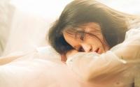 """Vừa thức dậy buổi sáng đã """"phạm phải"""" 5 thói quen xấu này, phụ nữ đừng hỏi tại sao nhịn ăn mãi mà cân vẫn chưa giảm"""
