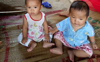 Cuộc sống của cặp song sinh ở Tuyên Quang khi mẹ đột ngột qua đời giờ ra sao?