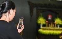 Xót xa lễ tang của NSƯT Hoàng Yến: Con gái, cháu ngoại nhìn mẹ, bà lần cuối qua Facetime