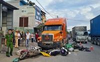 Hải Phòng: Đang đỗ bên đường, 7 xe máy bị xe đầu kéo húc văng