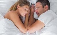 Vợ chồng dù tình cảm đến đâu cũng không nên ngủ ở tư thế này, hại cả chồng lẫn vợ